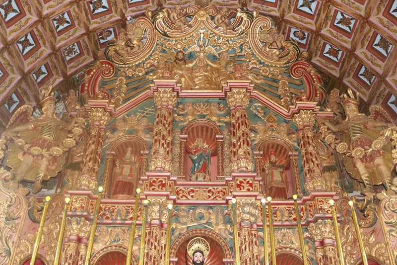 St. Dominic Cemetry Church, Kaduthurthy - Altar
