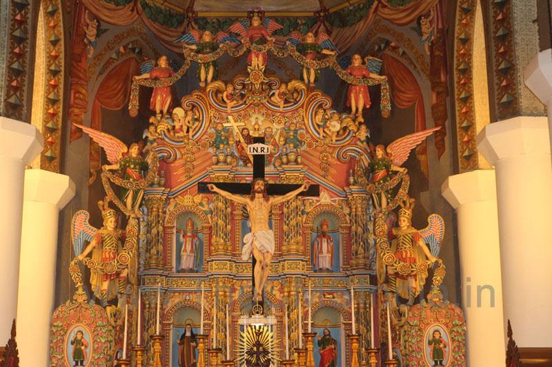 St. Mary's Metropolitan Church, Changanacherry-Altar