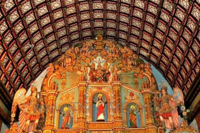St. Thomas Church, Palayoor - Altar